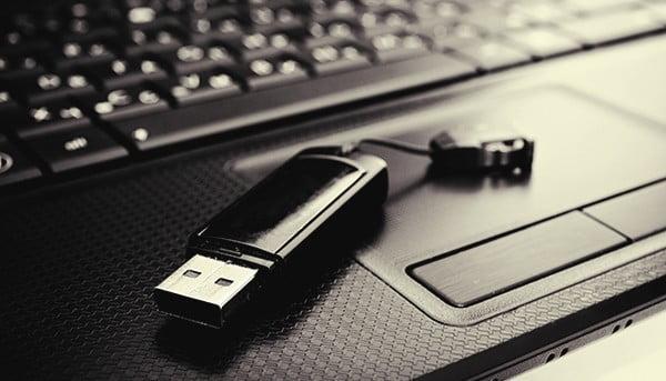 كيفية التمهيد من محرك الأقراص USB أو CD لتثبيت Windwos علي جهازك