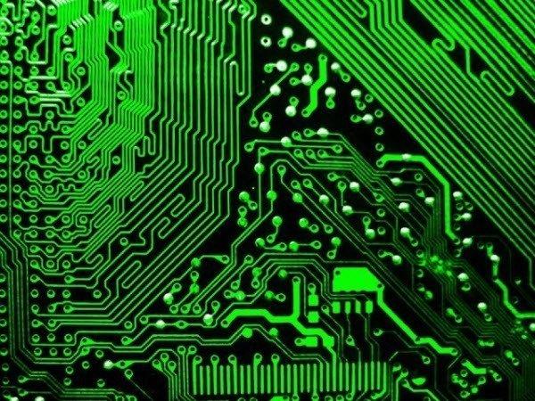 كيف تعمل اللوحة الأم على ربط مكونات الكمبيوتر