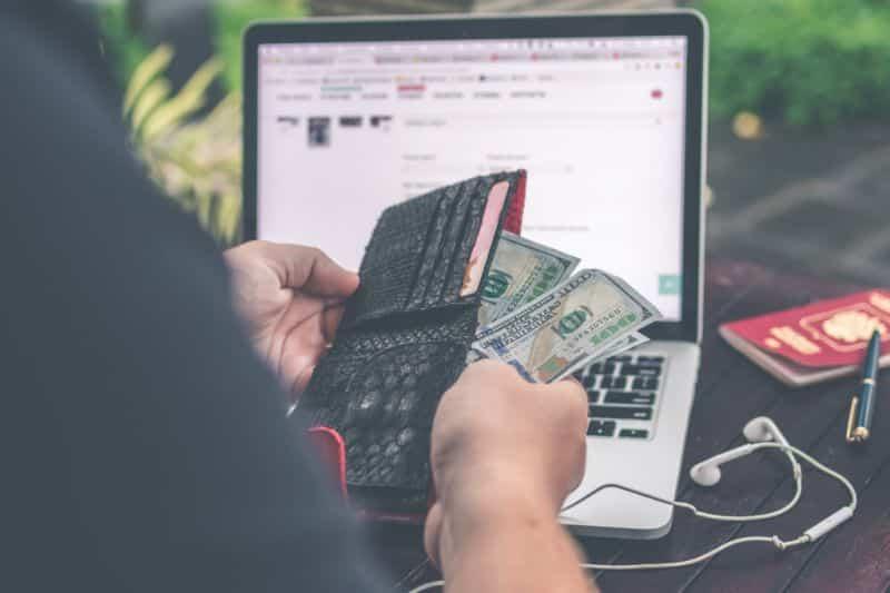 Como ganhar dinheiro na internet: 21 ideias incríveis para 2021