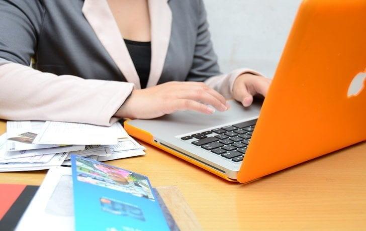 كيفية كسب المال من الإنترنت باستخدام حقوق إعادة بيع المنتجات