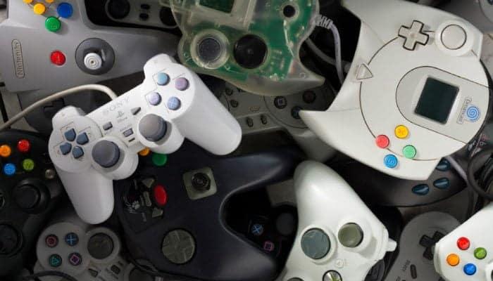 لا تقم برميها بعيدا. 6 طرق للاستخدام والاستغلال الجيد لـ وحدة تحكم الألعاب القديمة