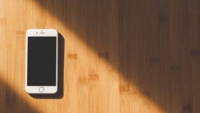 iphone black screen hardwood floor 390x220 - كيفية إصلاح مشكل الشاشة السوداء على هاتف الأيفون الخاص بك