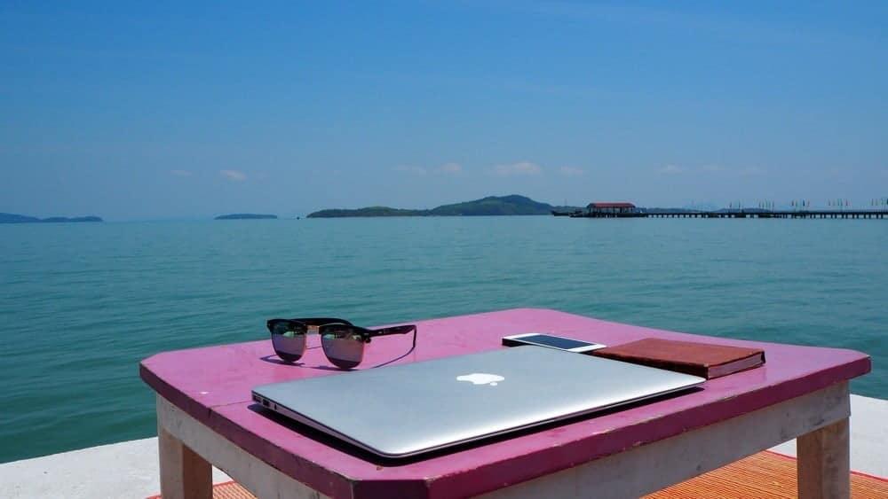 كيفية بناء أعمال الكتابة الحرة بشكل مستقل أثناء السفر حول العالم - DIGITAL MARKETING