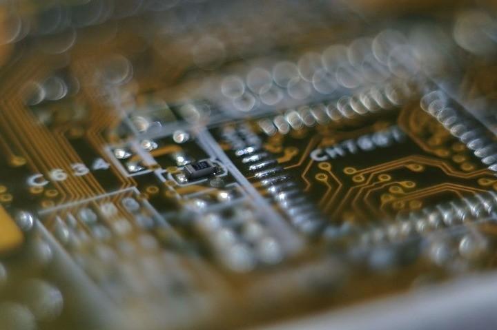 كيف تعمل ذاكرة التخزين المؤقت لوحدة المعالجة المركزية على الكمبيوتر