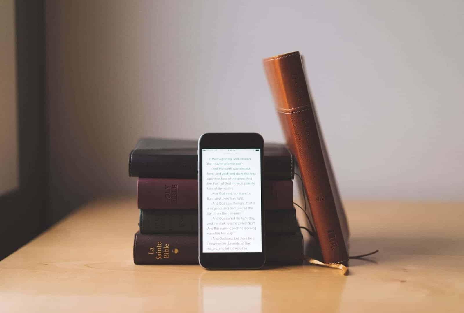 ما هي القراءة الاجتماعية؟ أفضل تطبيقات القراءة الاجتماعية