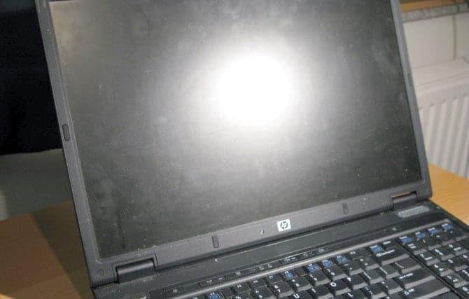 كيفية تنظيف شاشة الكمبيوتر بأمان وسهولة
