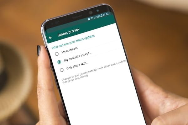 كيفية إخفاء حالة أنك مُتصل في WhatsApp