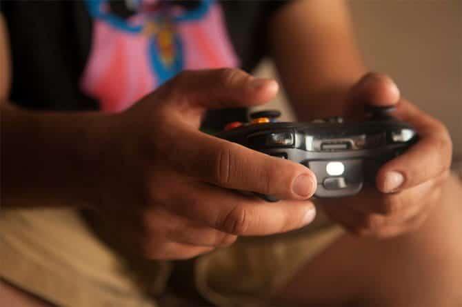 إصابات واقعية أثناء ممارسة ألعاب الفيديو وكيفية تجنبها - مقالات