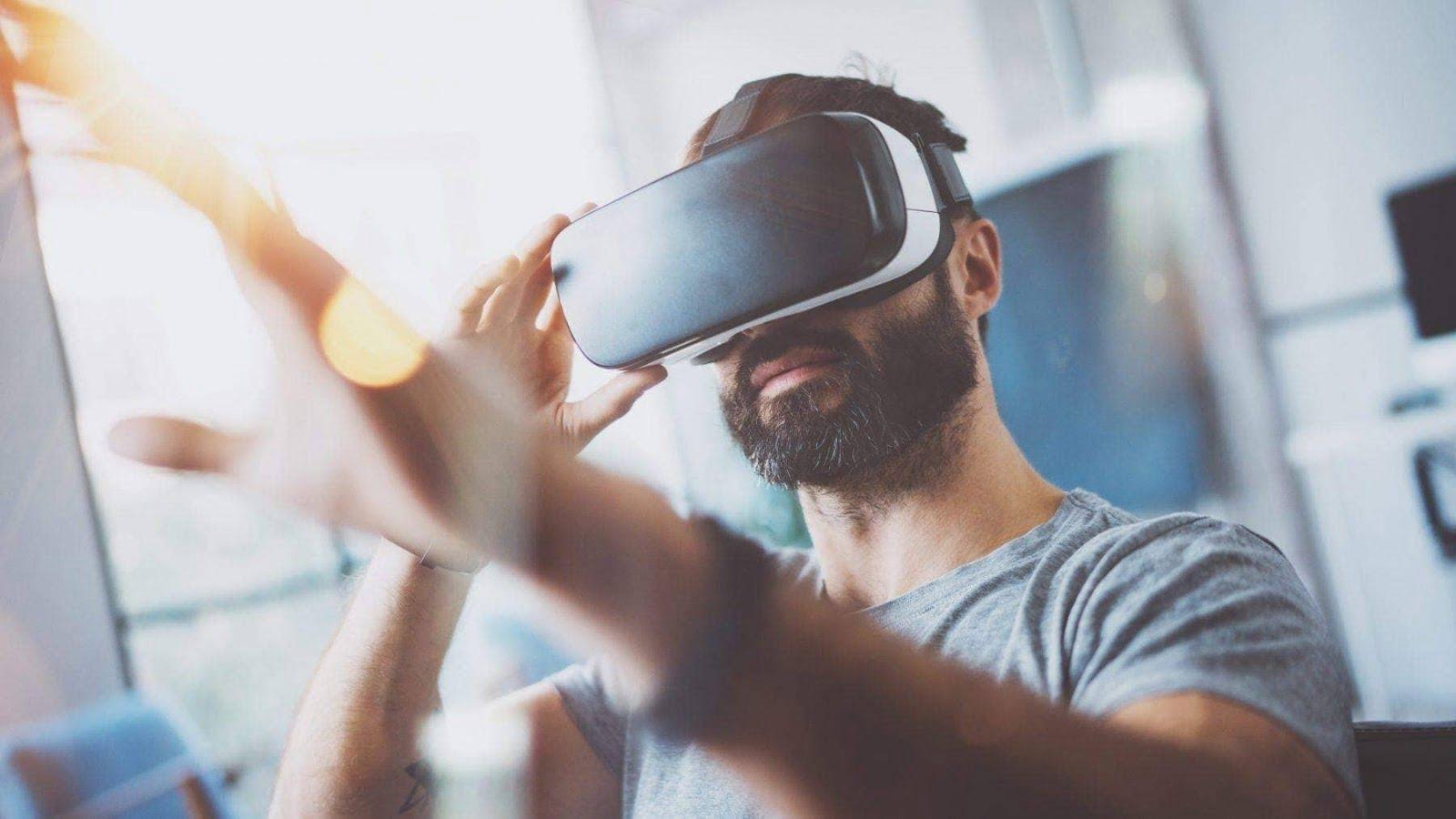 أفضل تجارب الواقع الافتراضي الاجتماعية للتواصل مع الأصدقاء
