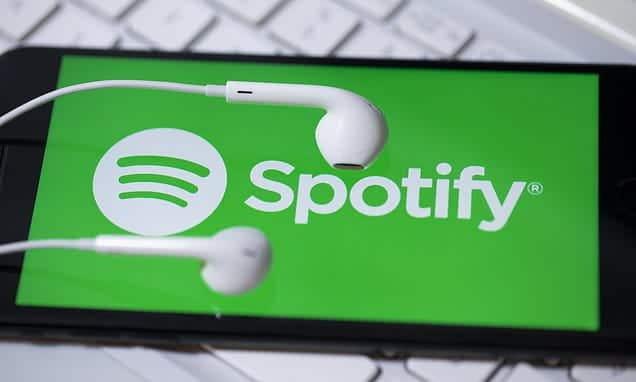 كيفية الاستماع إلى Spotify في نفس الوقت مع شخص آخر