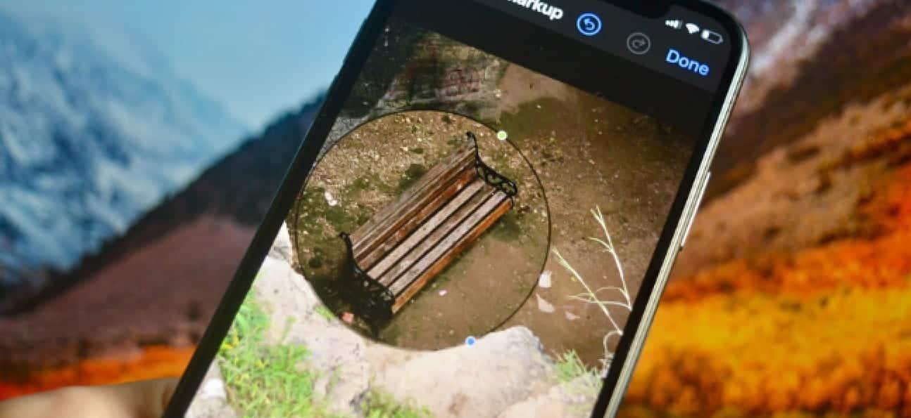 "iPhone user magnifying a part of the photo v6dwZags DzTechs - كيفية الحصول على أداة التكبير في ميزة ""توصيف"" لـ iOS على Android"