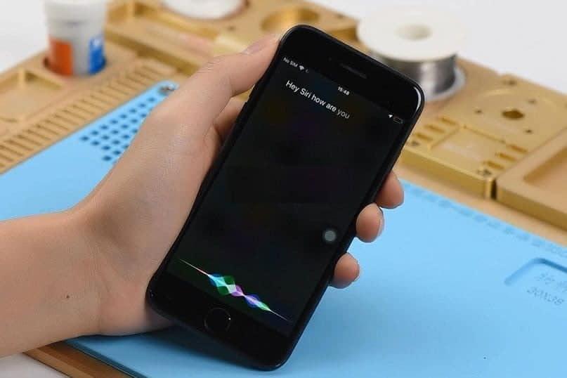 """كيفية إصلاح Siri أو """"يا Siri"""" لا يعمل على iPhone - iOS"""