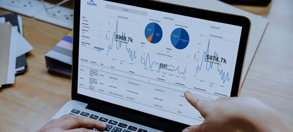 أفضل تطبيقات وأداوت تحليل البيانات التي يُمكنك تعلم استخدامها بسرعة