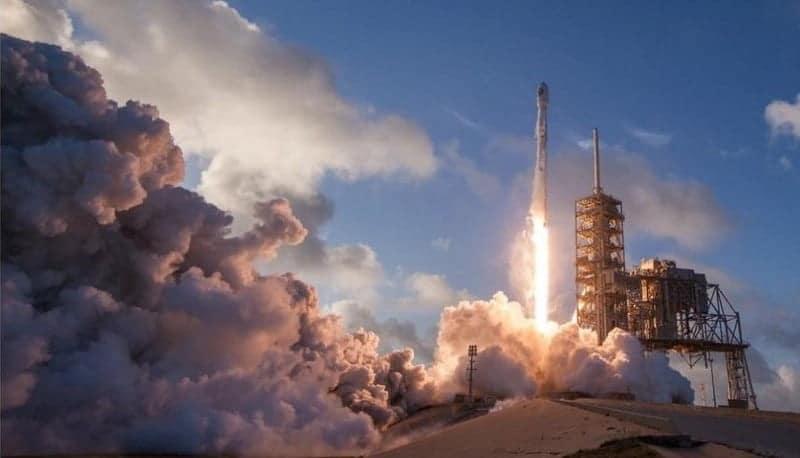 كيفية مشاهدة عمليات إطلاق الصواريخ الخاصة بـ SpaceXمباشرةً