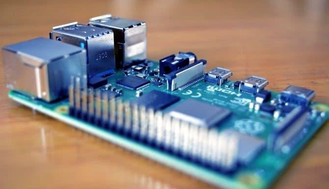 كيفية محاكاة Raspberry Pi على جهاز الكمبيوتر الخاصبك