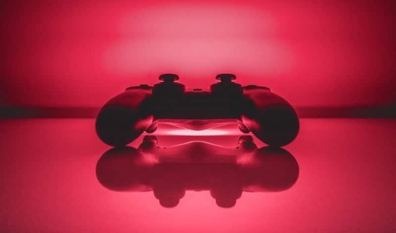 مقارنة بين جهاز التحكم DualShock 4 و Switch Pro: أيهما أفضل لألعاب الكمبيوتر؟