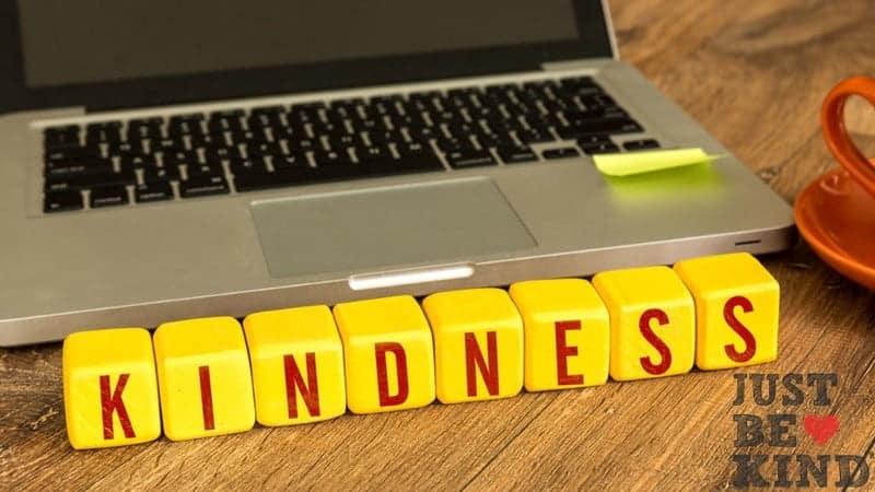 أفضل مواقع الويب والتطبيقات لتتعلم أن تُصبح لطيفًا وتكون شخصًاأفضل