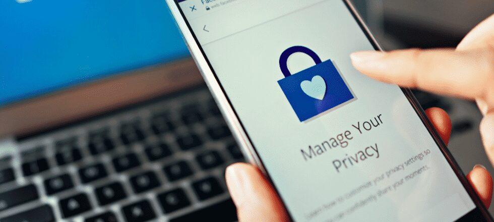 كيفية إدارة إعدادات الخصوصية على Facebook لمنشوراتمعينة